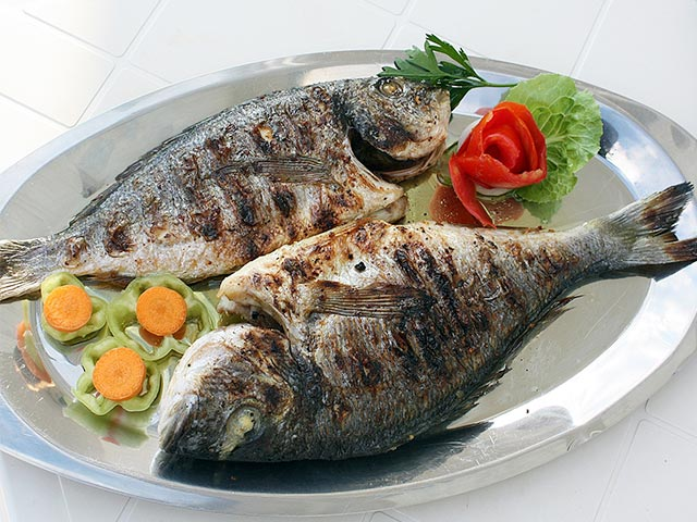 Don't Put Fish In Office Microwave And Other Manners At Workplace Eating