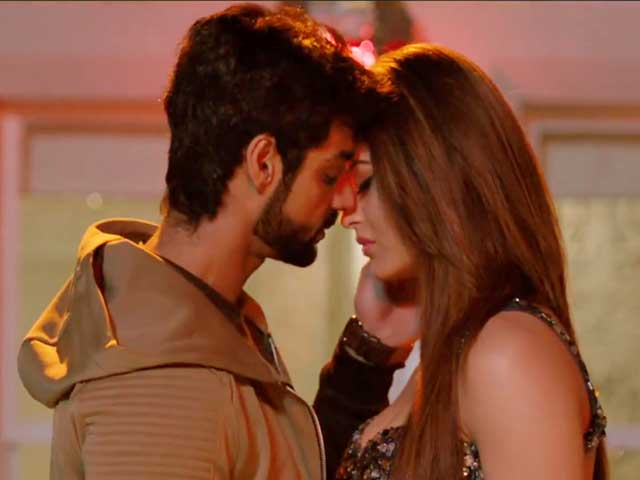 Badnamiyan Song Review - The Sensuous and Romantic Track From Hate Story 4