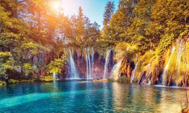 Don't Travel Alone To The Plitvice Lakes In Croatia, Here's Why