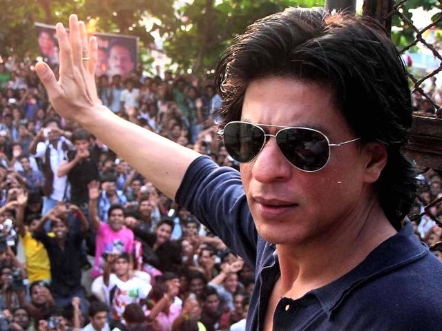 #StopFakeNewsAgainstSRK - Here's How Mammoth Fanbase Stands By Shah Rukh Against Trolls