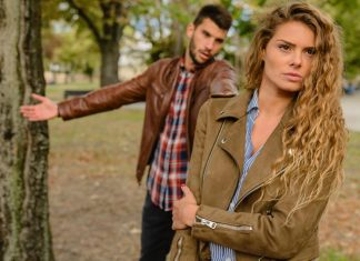 Signs That Your Relationship Is Hampering Your Friendships