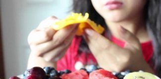 Eating Fruits Raw Or Juicing - Which Is Healthier?