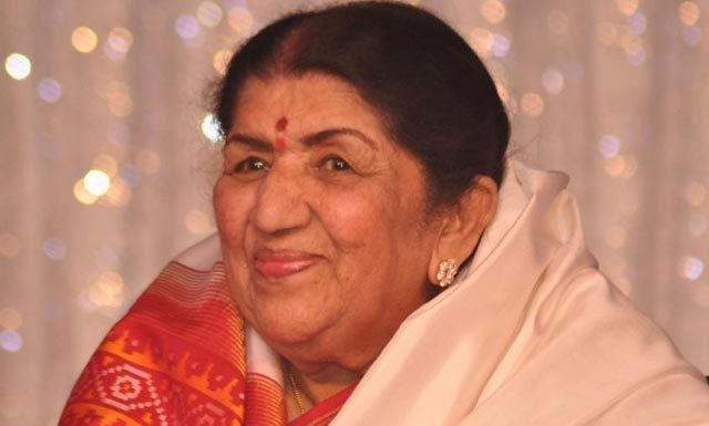 Lata Mangeshkar Asks MS Dhoni To Not Retire